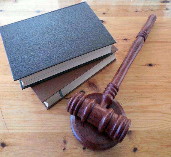 Prawo karne – jak wybrać prawnika, który będzie nas godnie i dobrze reprezentował?